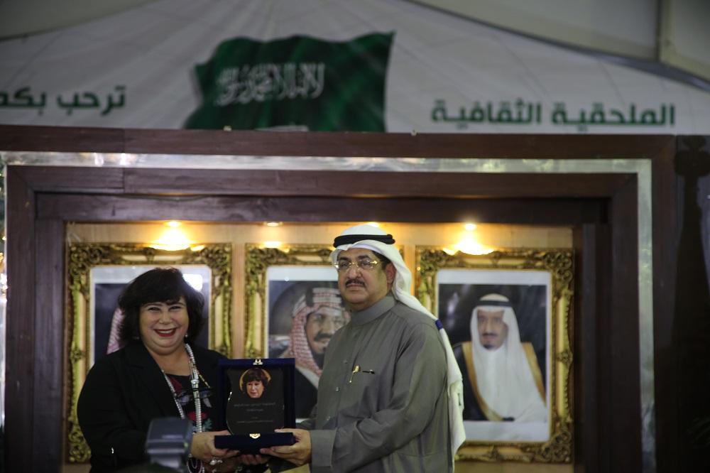 د. إيناس عبد الدايم بمعرض الكتاب اليوم 1