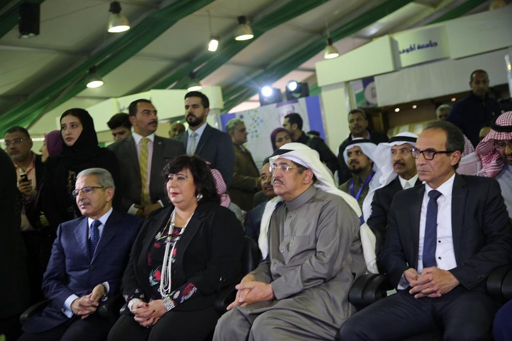 د. إيناس عبد الدايم بمعرض الكتاب اليوم 4