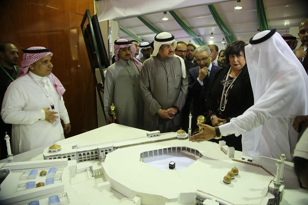د. إيناس عبد الدايم بمعرض الكتاب اليوم 2