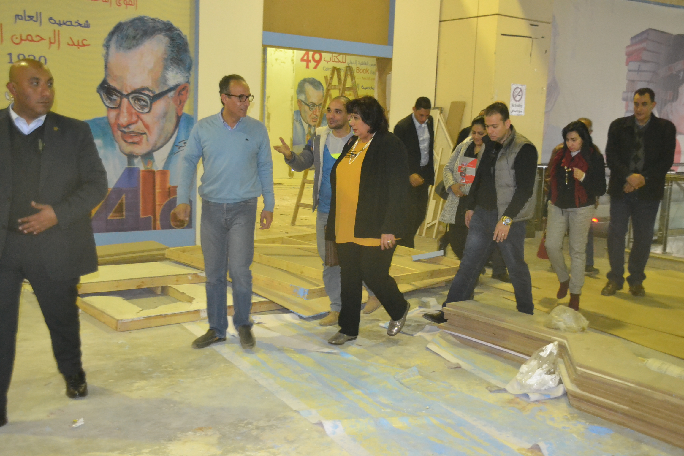د.إيناس عبد الدايم تتفقد استعدادات المعرض بمصاحبة د.هيثم الحاج على 15