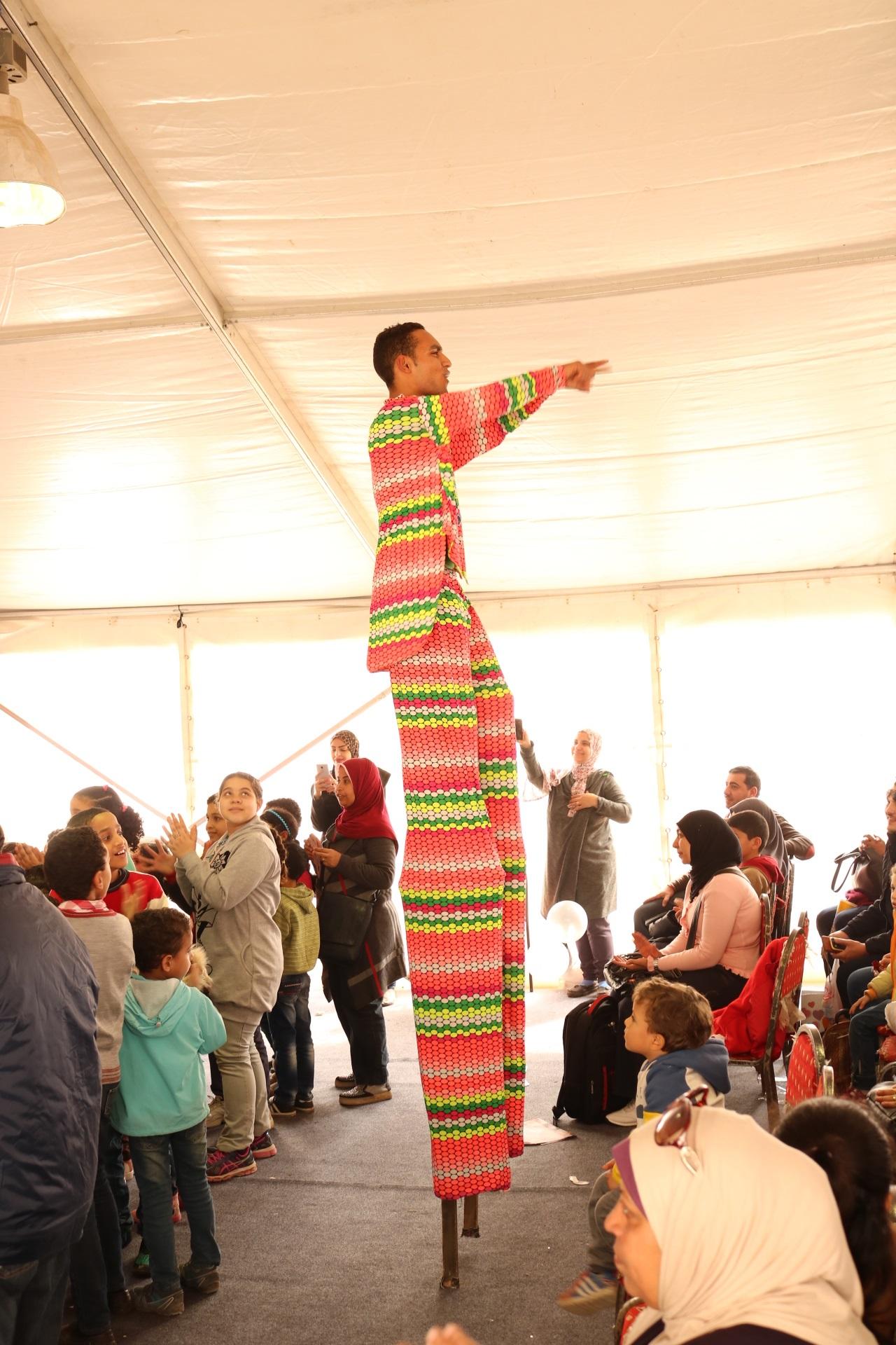 النشاط الفنى للطفل بخيمة محمد فوزى