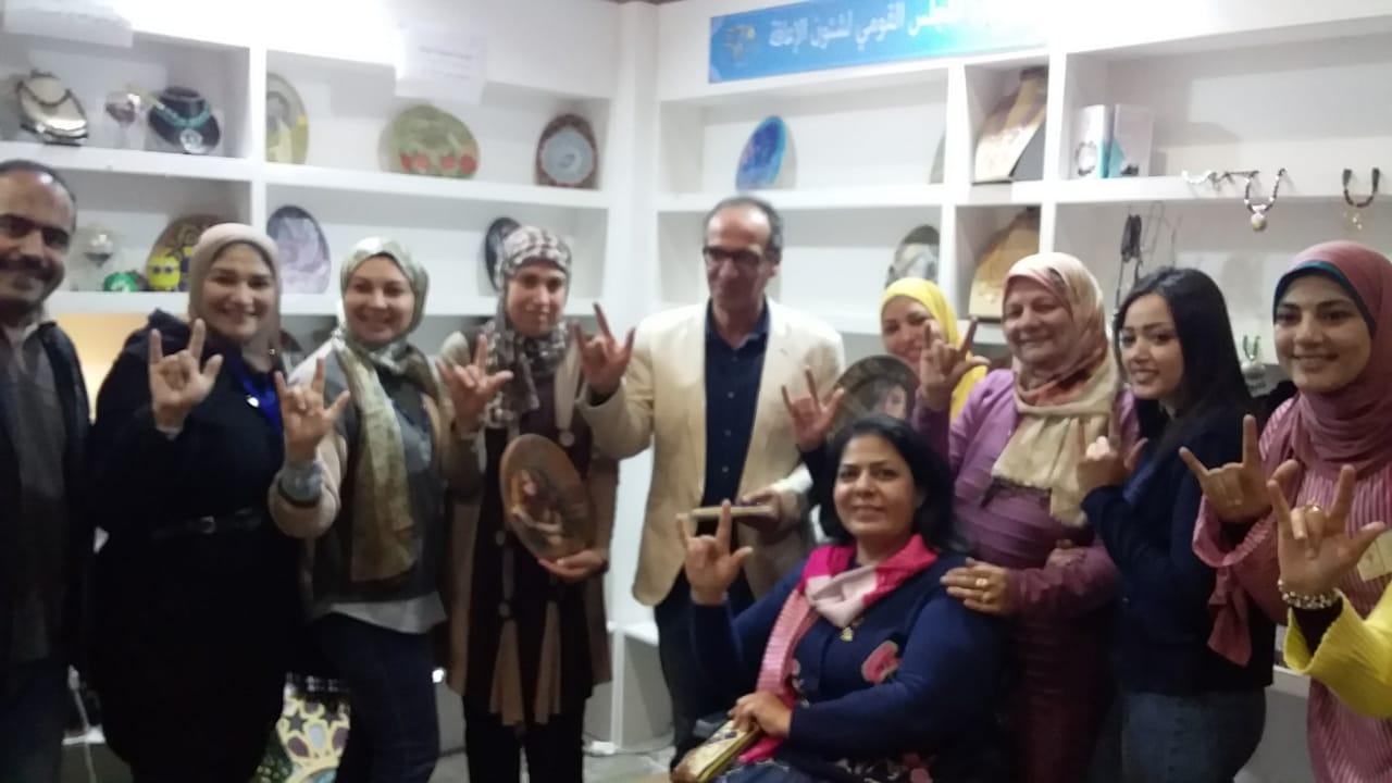 هيثم الحاج بجناح المجلس القومى لشؤون ذوى الإعاقة 1